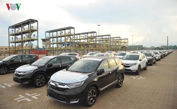 Hình ảnh xe nhập khẩu đỗ thành hàng dài ở cảng Hiệp Phước tại TP HCM - Ảnh 9.