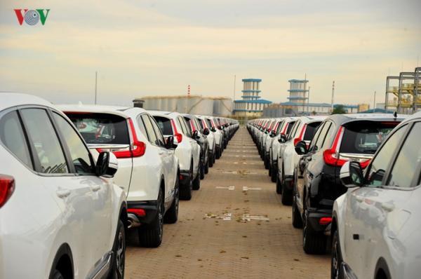 Hình ảnh xe nhập khẩu đỗ thành hàng dài ở cảng Hiệp Phước tại TP HCM - Ảnh 10.