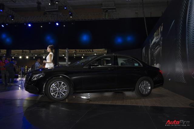 Mercedes-Benz E-Class nâng công nghệ, giữ giá bán - Thêm bất lợi cho BMW 5-Series và Audi A6 tại Việt Nam - Ảnh 1.