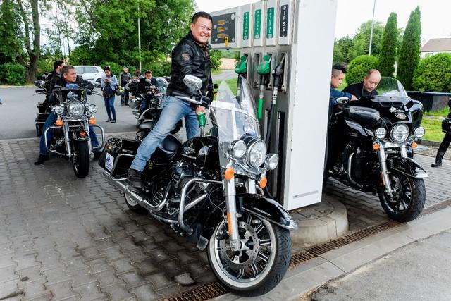 Biker Việt chế ngự ông hoàng thế giới mô tô Harley-Davidson chinh phục trời Âu - Ảnh 2.
