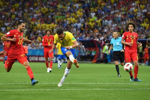 SỐC: Fan Brazil ném đá chai lọ vào xe bus chở Neymar và đồng đội ngày về nước - Ảnh 2.