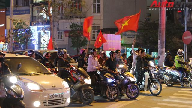 Dù U23 Việt Nam vô địch hay không, hãy xuống đường cổ vũ có văn hoá - Ảnh 1.