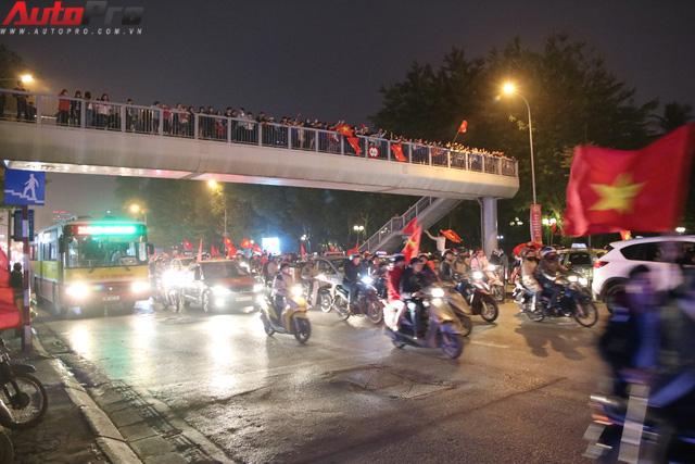 Dù U23 Việt Nam vô địch hay không, hãy xuống đường cổ vũ có văn hoá - Ảnh 3.