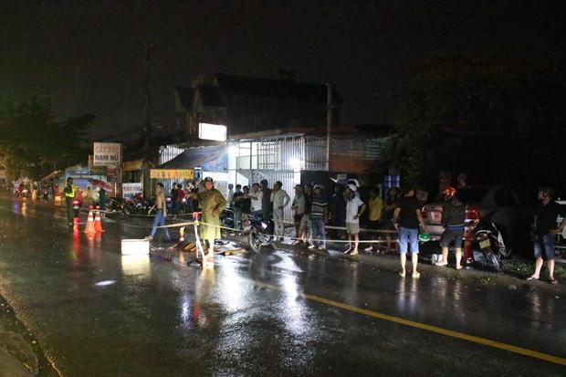 Vừa ra khỏi quán nhậu thì bị ngã, 3 thanh niên bị xe tải tông thương vong - Ảnh 1.
