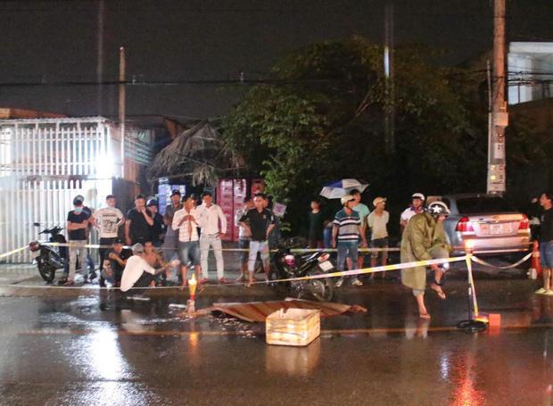 Vừa ra khỏi quán nhậu thì bị ngã, 3 thanh niên bị xe tải tông thương vong - Ảnh 3.