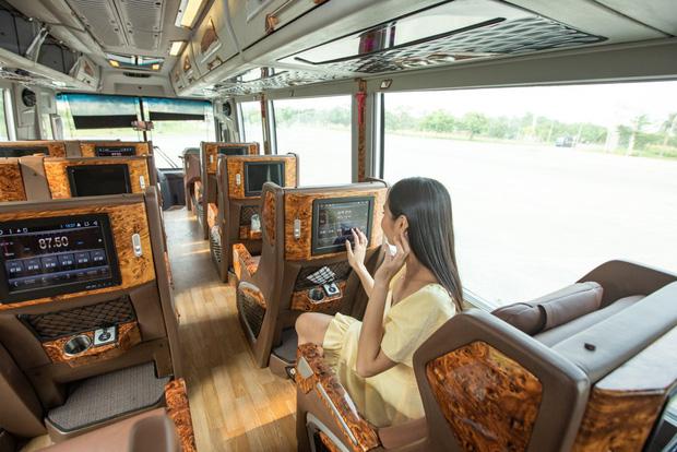 Grab đã cho khách Việt đặt cả xe buýt - Ảnh 1.