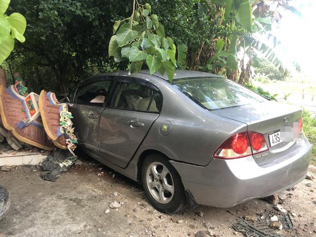 Ô tô mất lái đâm sập Miếu Ông Hổ ở Đà Nẵng, 1 người trọng thương - Ảnh 3.
