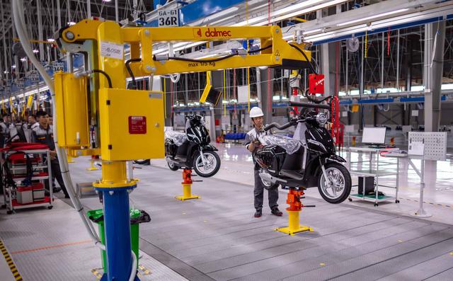 VinFast bán 30.000 xe máy điện trong 1 năm qua - Ảnh 1.