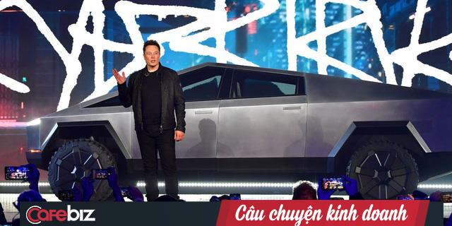 """Elon Musk giận tím người"""" trong ngày ra mắt Cybertruck: Vừa khoe kính xe có khả năng chống đạn và lực đã bị trưởng nhóm thiết kế làm vỡ ngay trên sân khấu - Ảnh 1."""