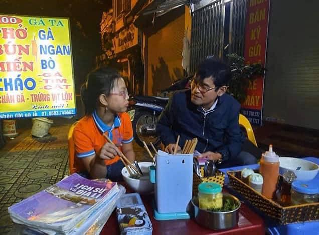 Cô bé Hải Dương đạp chiếc xe cà tàng sang nhà bạn chơi, 1km thành 60km lạc tới Hà Nội - Ảnh 3.