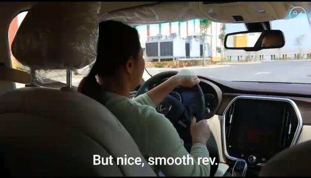 Phóng viên Bloomberg nhận định gì khi thử xe VinFast?  - Ảnh 4.