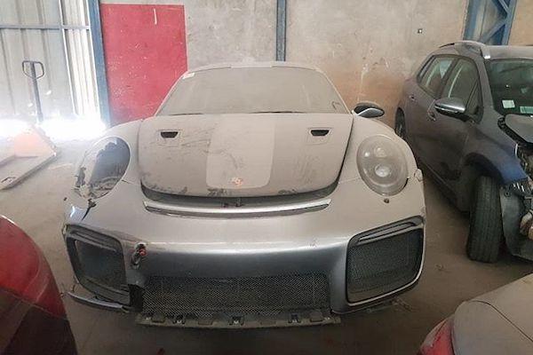 Xót xa Porsche 911 GT2 RS 20 tỷ bị bỏ xó sau tai nạn - Ảnh 1.