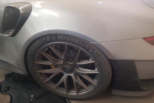 Xót xa Porsche 911 GT2 RS 20 tỷ bị bỏ xó sau tai nạn - Ảnh 3.