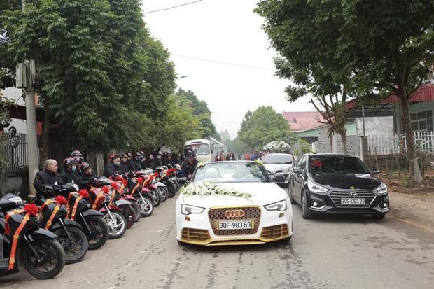 Dàn xe đón dâu cực hoành tráng ở Phú Thọ khiến dân tình trầm trồ: Xe hoa là Audi tiền tỉ, dàn SH theo sau hàng chục chiếc - Ảnh 2.