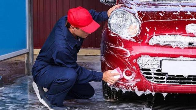 Những sai lầm thường gặp khi tự rửa ô tô tại nhà - Ảnh 1.