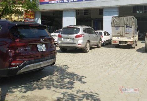 Bảo dưỡng ô tô cuối năm: khách xếp hàng đợi, garage bội thu - Ảnh 1.