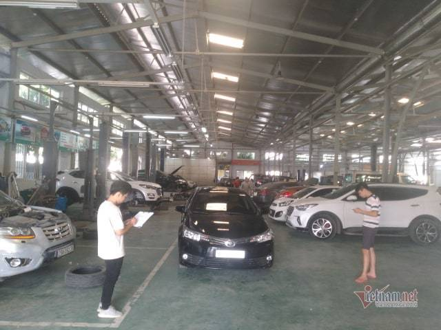 Bảo dưỡng ô tô cuối năm: khách xếp hàng đợi, garage bội thu - Ảnh 3.