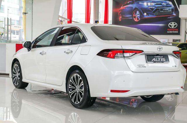 Toyota Corolla Altis 2021 bất ngờ về đại lý ở Việt Nam: Máy 2.0L nhưng nội thất sơ sài hơn Vios bản dịch vụ - Ảnh 4.