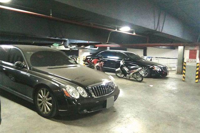 Xót xa nhìn loạt xe Mercedes-Benz đắt đỏ bị vứt xó ở Hà Nội - Ảnh 3.