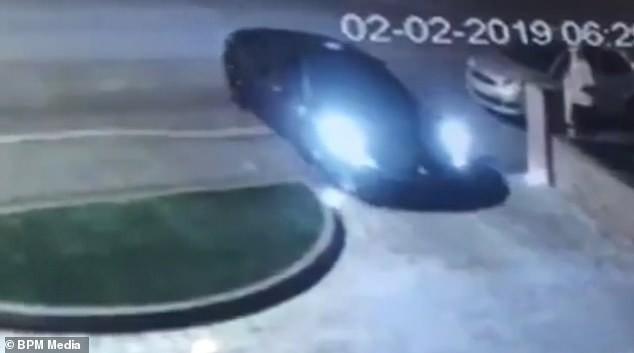 Trộm được siêu xe Ferrari tiền tỷ nhưng phải bỏ lại vì không biết lái số sàn - Ảnh 3.