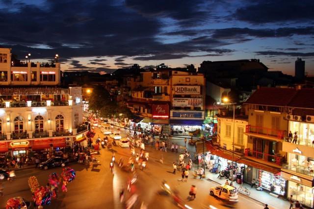 """New York Times: Mảnh giấy """"Hướng dẫn sang đường"""" và trải nghiệm giao thông kinh hoàng của khách quốc tế ở Việt Nam - Ảnh 1."""