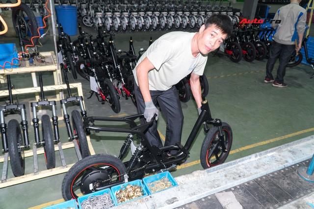 Nhân viên nhà máy Pega mỗi ngày sản xuất hàng trăm xe điện: Tôi vẫn chạy xe máy đi làm - Ảnh 1.