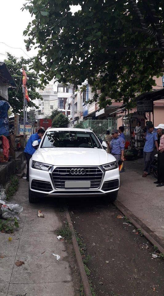 Audi Q5 chơi lớn, đỗ chắn tàu tại Đà Nẵng, người dân trầm trồ trước ý thức của chủ xe - Ảnh 2.