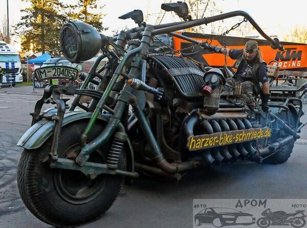 Xe máy dùng động cơ xe tăng nặng nhất thế giới thách thức dân chơi - Ảnh 1.
