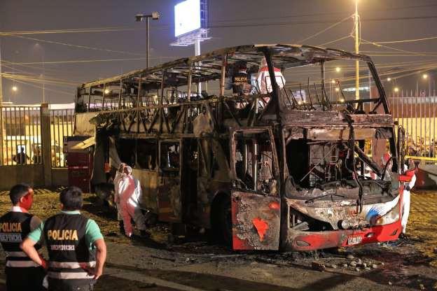 Cháy xe bus 2 tầng, 20 người thiệt mạng - Ảnh 2.