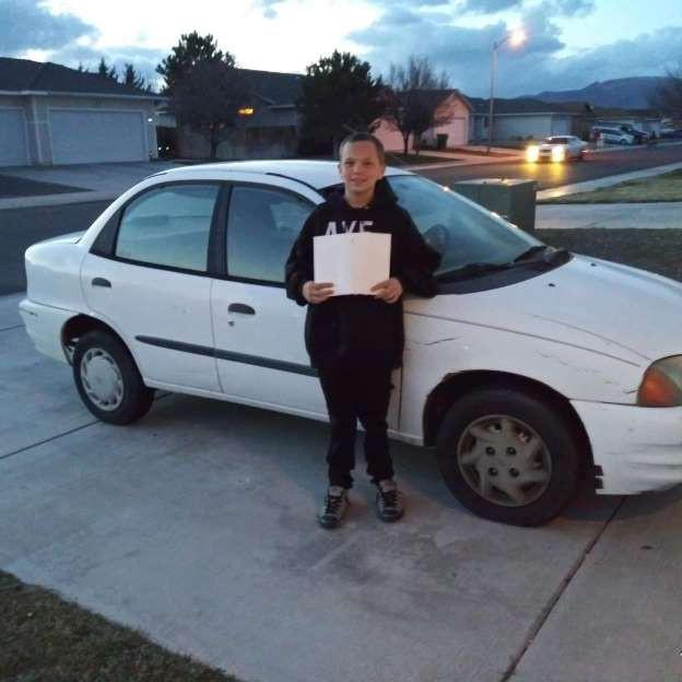 Con nhà người ta: Cậu bé 13 tuổi mua ô tô tặng mẹ đi làm - Ảnh 1.