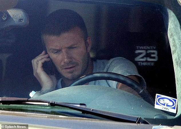 David Beckham bị tước bằng lái 6 tháng vì sử dụng điện thoại khi đang lái xe, rời tòa trên Range Rover - Ảnh 3.