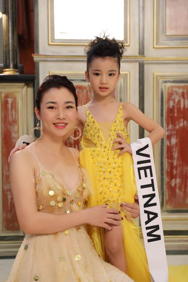 Hoa hậu hoàn vũ nhí 2019 được đón bằng xe sang dát vàng khi trở về Việt Nam - Ảnh 7.