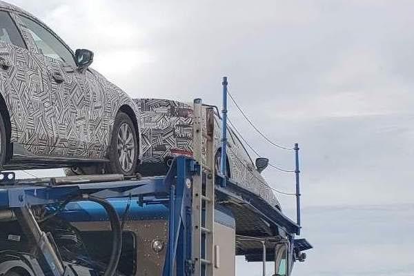 Phiên bản hiệu suất cao của Mazda3 xuất hiện trên đường vận chuyển - Ảnh 2.