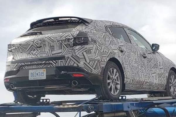 Phiên bản hiệu suất cao của Mazda3 xuất hiện trên đường vận chuyển - Ảnh 1.