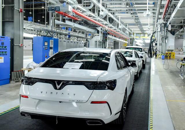 Nhà máy 3 tỷ USD lơ thơ mấy người: Hàng ngàn robot lắp ráp ô tô tự động  - Ảnh 2.