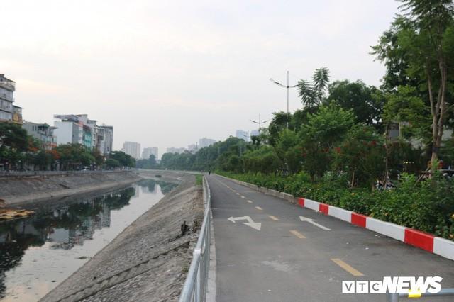 Ảnh: Đường Láng thay đổi bất ngờ, dân Thủ đô cứ ngỡ đang lạc vào đường phố Singapore - Ảnh 9.