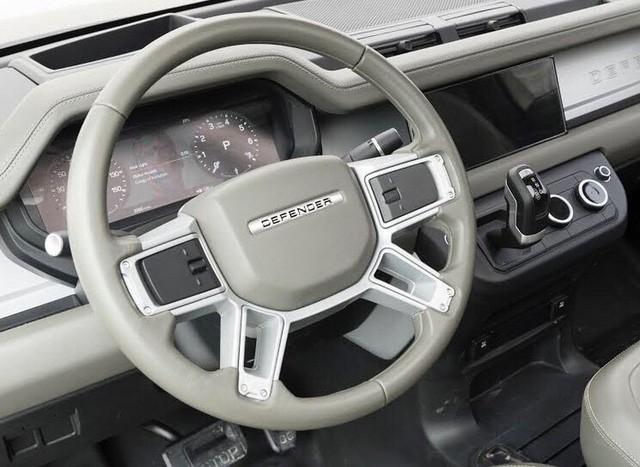 Chỉ một bức ảnh duy nhất, nội ngoại thất Land Rover Defender lộ diện cùng lúc - Ảnh 2.