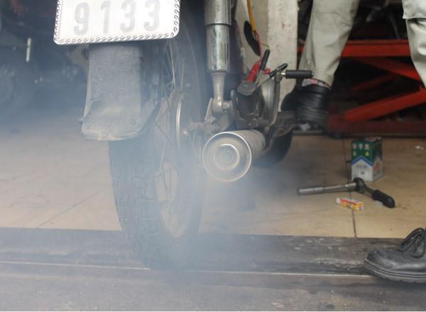 Nhận diện bệnh của xe máy qua màu khói và tiếng kêu của ống pô - Ảnh 6.