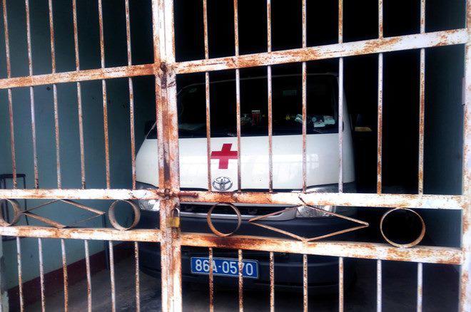 tài xế xe cứu thương vào đăng kiểm trên đường đi cấp cứu