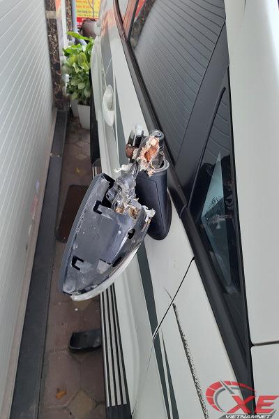 Hà Nội: Siêu trộm vặt gương ô tô Ford chưa đến 10 giây - Ảnh 4.