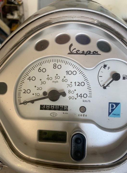 Vespa LX cũ 13 năm tuổi giá chát 150 triệu - Ảnh 3.