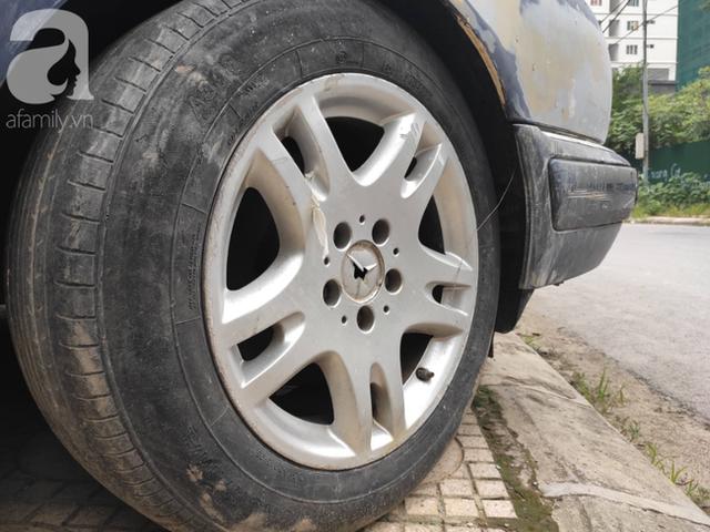 Cận cảnh nhiều xe sang hiệu Mercedes, BMW, Camry hết đát bị vứt bỏ trên vỉa hè Hà Nội - Ảnh 6.