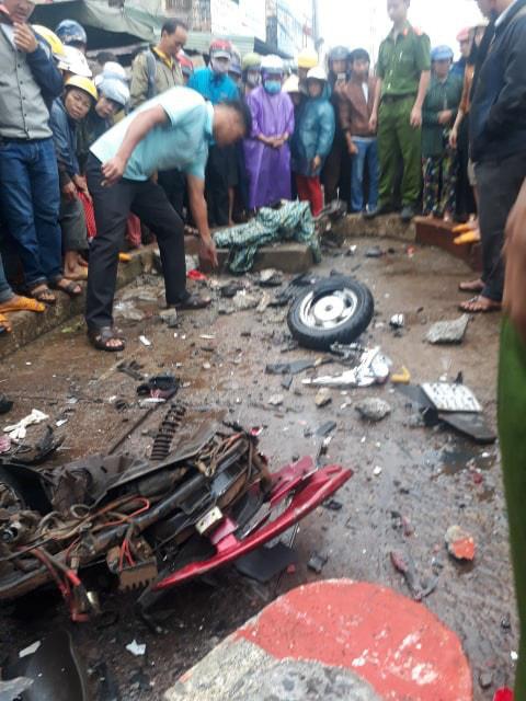 Hiện trường xe khách lao vào chợ, tông hàng loạt người đang mua bán, ít nhất 3 người chết - Ảnh 7.