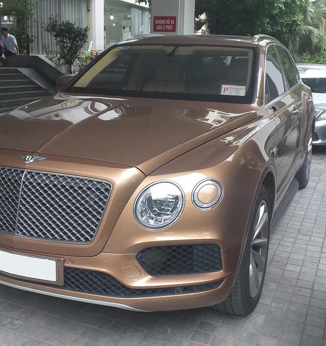 Bentley Bentayga mất gương, cư dân mạng nhắn nhủ kẻ trộm: Vặt xong thì bán cho ai... - Ảnh 1.