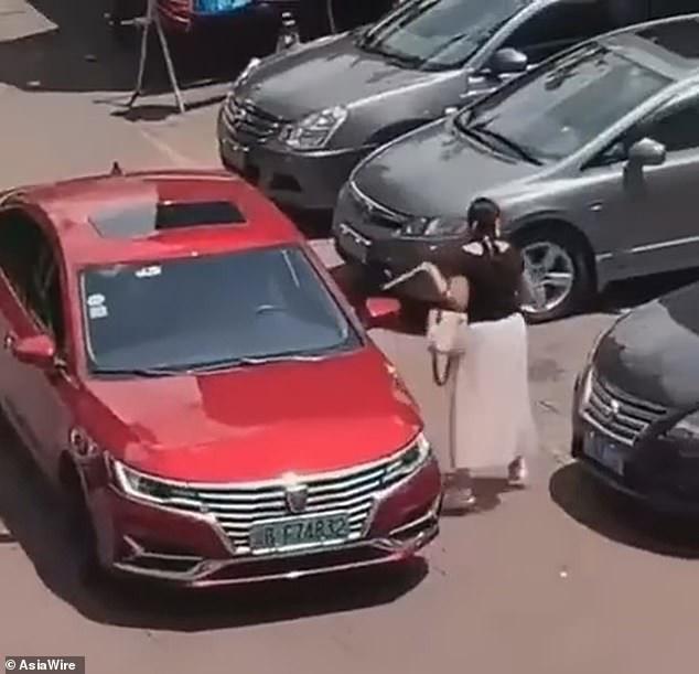 Đến bãi đậu xe còn thủ sẵn thước dây, hành động của người phụ nữ khiến dân mạng chết cười nhưng cũng nể hết cỡ - Ảnh 3.