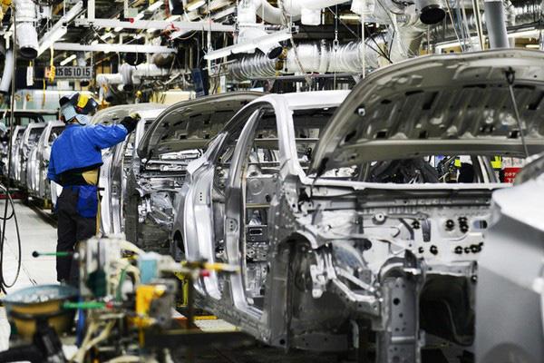 Hàng loạt hãng ô tô giảm sản xuất, tăng nhập khẩu, Bộ lo méo mặt - Ảnh 1.