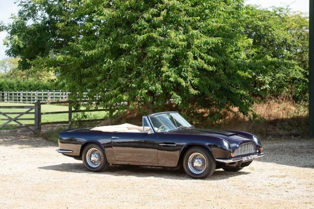 Bộ sưu tập xe cổ quý hiếm của Anh rao giá 72 tỷ - Ảnh 2.