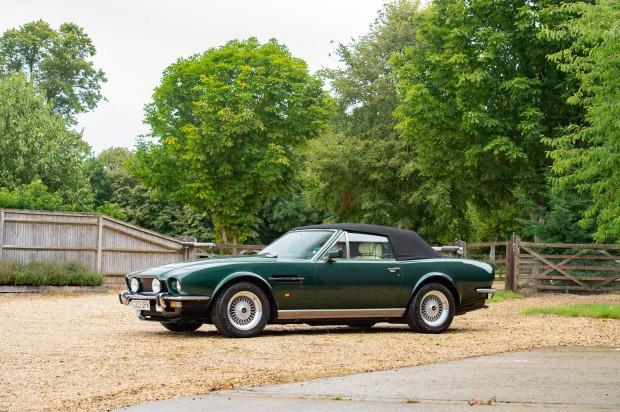 Bộ sưu tập xe cổ quý hiếm của Anh rao giá 72 tỷ - Ảnh 4.