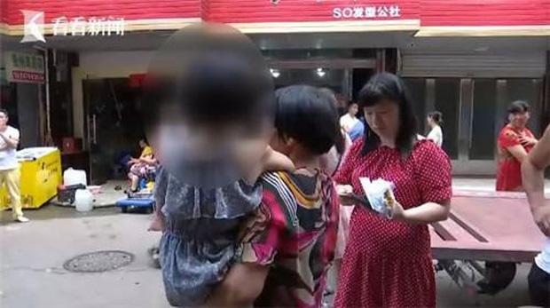 Đang đi chợ, người phụ nữ bất ngờ bị xe ba gác tông trọng thương, sau khi cảnh sát đến nơi mới bất ngờ với kẻ gây tai nạn - Ảnh 4.