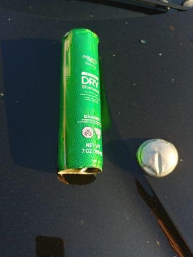 Ô tô hư hỏng nặng vì chai dầu gội trong xe phát nổ - Ảnh 3.
